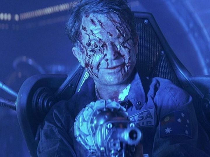 Event Horizon 1997 horror sci-fi movie review Sam Neill