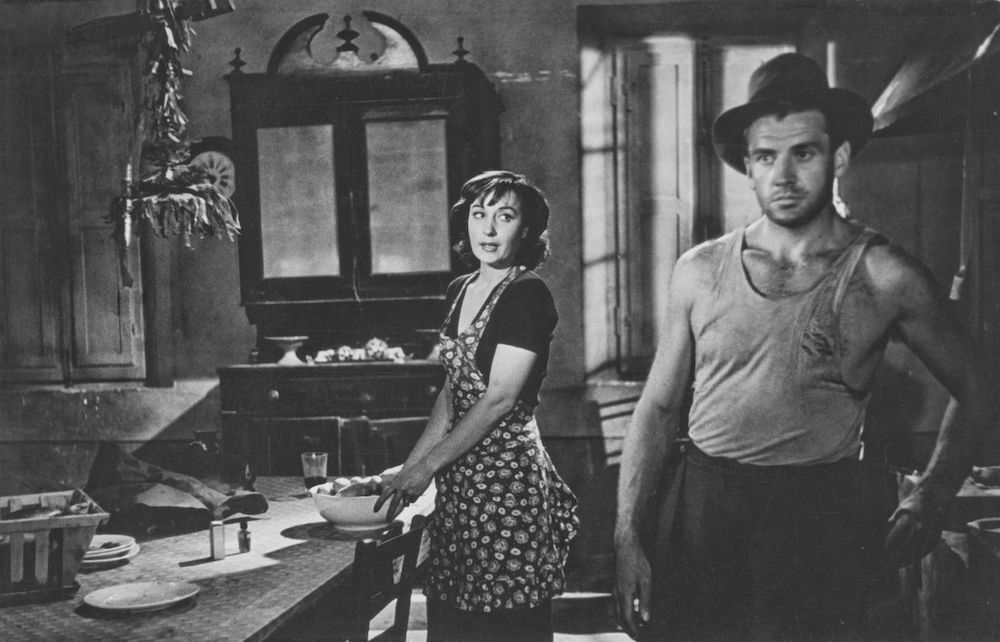 Ossessione 1943 neo-realist Italian movie. Black and white image of a man and woman stood in kitchen.